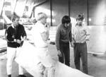 Pakkauskoulutusta Vaasan lentokonehallissa 1970.