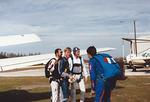 E Kausalainen (SIL) ja M Hiedanpää (IH) opintomatkalla USA:ssa 1/1988. Tässä aiheena tandem-hyppy. Mr. Dobson (v), E Kausalainen, M Hiedanpää ja M Dobson. Kuva: KausE