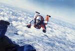 Tällä kuvalla Jorma Öster voitti Nikonin valokuvauskilpailun 1975. Kuvaus Jorma Öster, hyppääjä Lauri Oksanen.